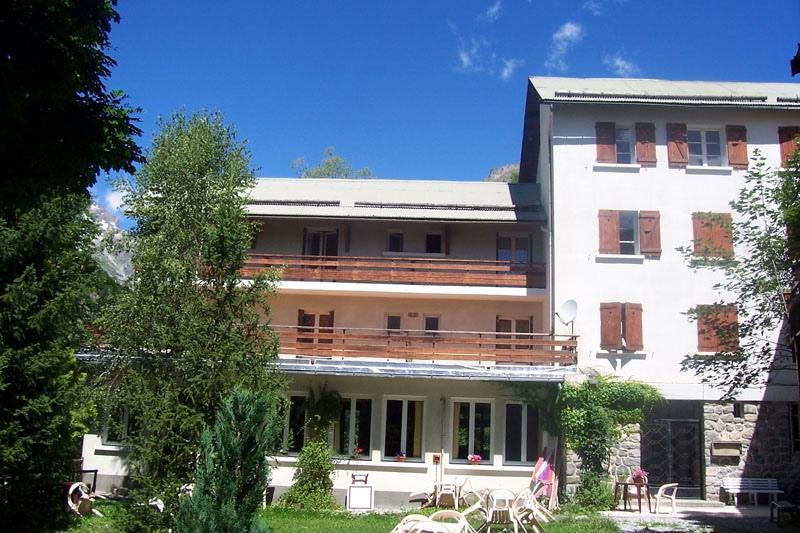 Gite hotel les 3 marmottes gite de groupe provence - Gites salon de provence ...