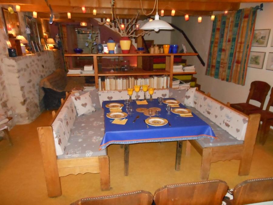 La maison bleue pr s des gorges de l 39 ard che gite de for Diner entre copains