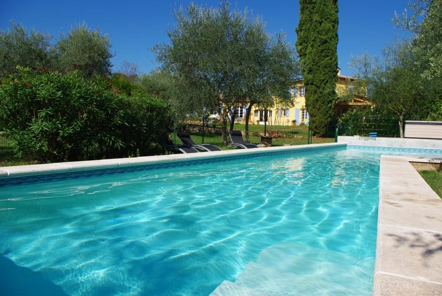 Villa en provence 10 pers carpe diem gite de groupe for Piscine en provence