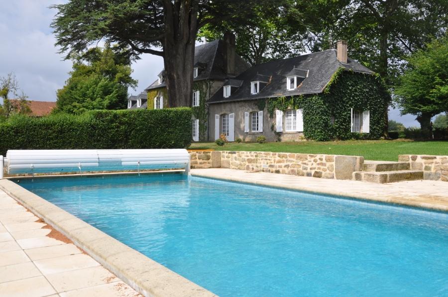 Manoir de charme avec piscine 12 personnes gite de for Ardeche location maison avec piscine