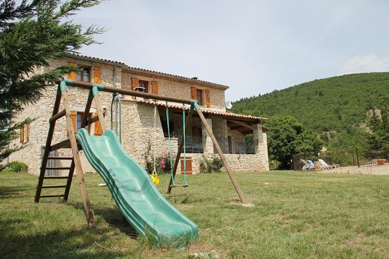 Spacieux mas proven al avec piscine priv e gite de for Camping alpes de hautes provence avec piscine