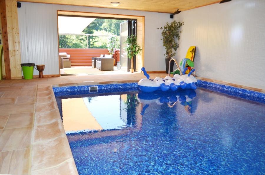 Le levadoux maison ind pendante piscine int rieure gite for Maison piscine interieure location