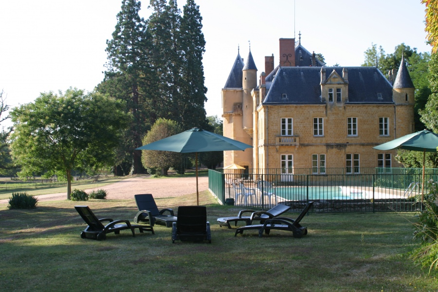 Chateau piscine 20 pers-10 ch-7 SDB-7 wc-parc