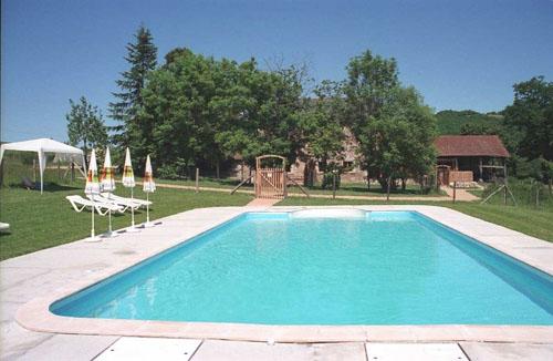 Les aleis 2 gites pour 16 personnes midi pyrenees for Gite piscine aveyron